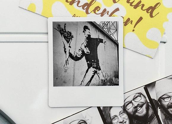 """Magnet """"Banksy Flower Thrower"""" in Polaroid-Optik (3 Stk. für 12€"""