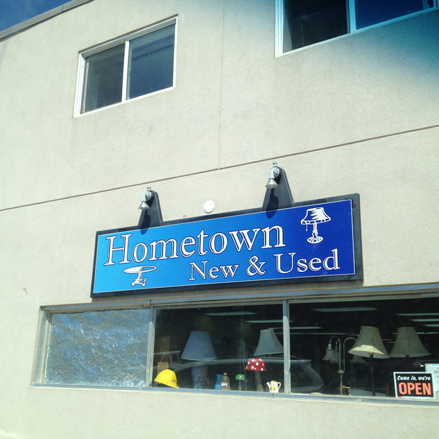 Hometown New and Used Signage