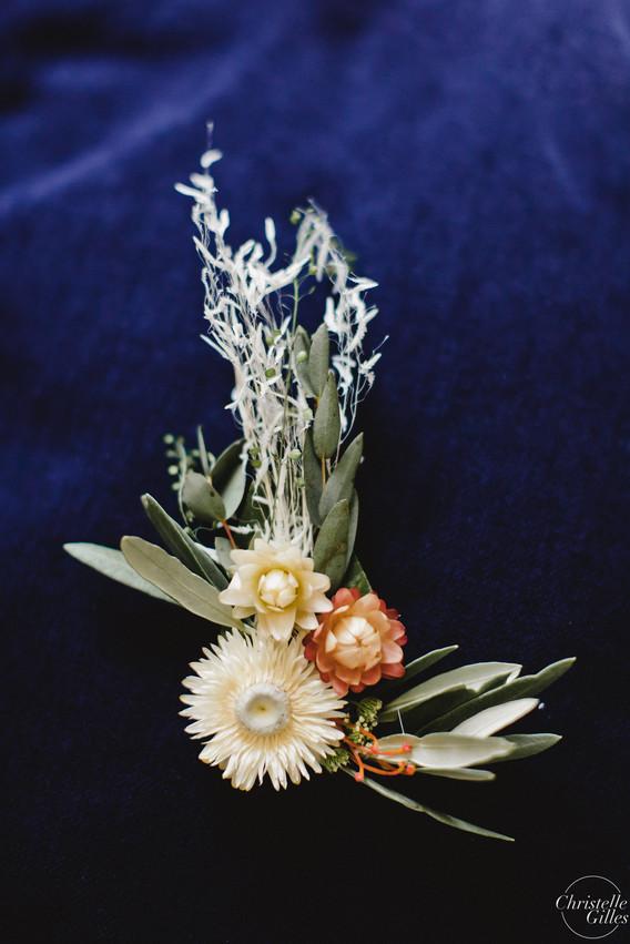 Broche de fleurs séchées