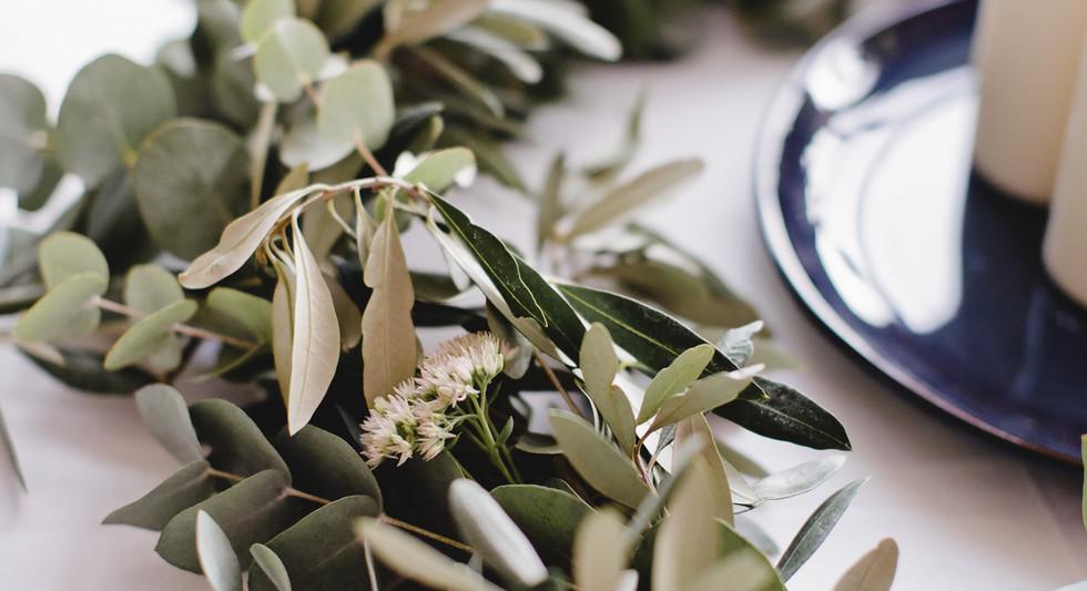 Guirlande de feuillage d'olivier et eucalyptus