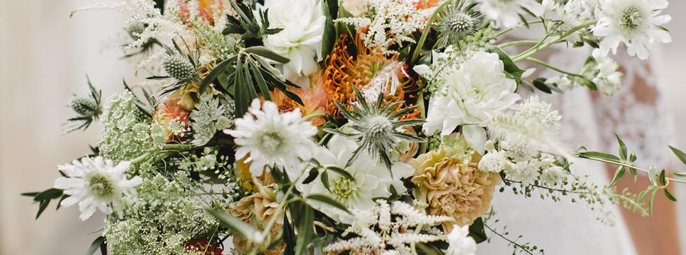 Bouquet de mariée blanc vert et orangé h