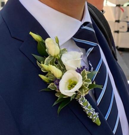 Fellner Blumen Hochzeitsfloristik Anstecker für den Bräutigam