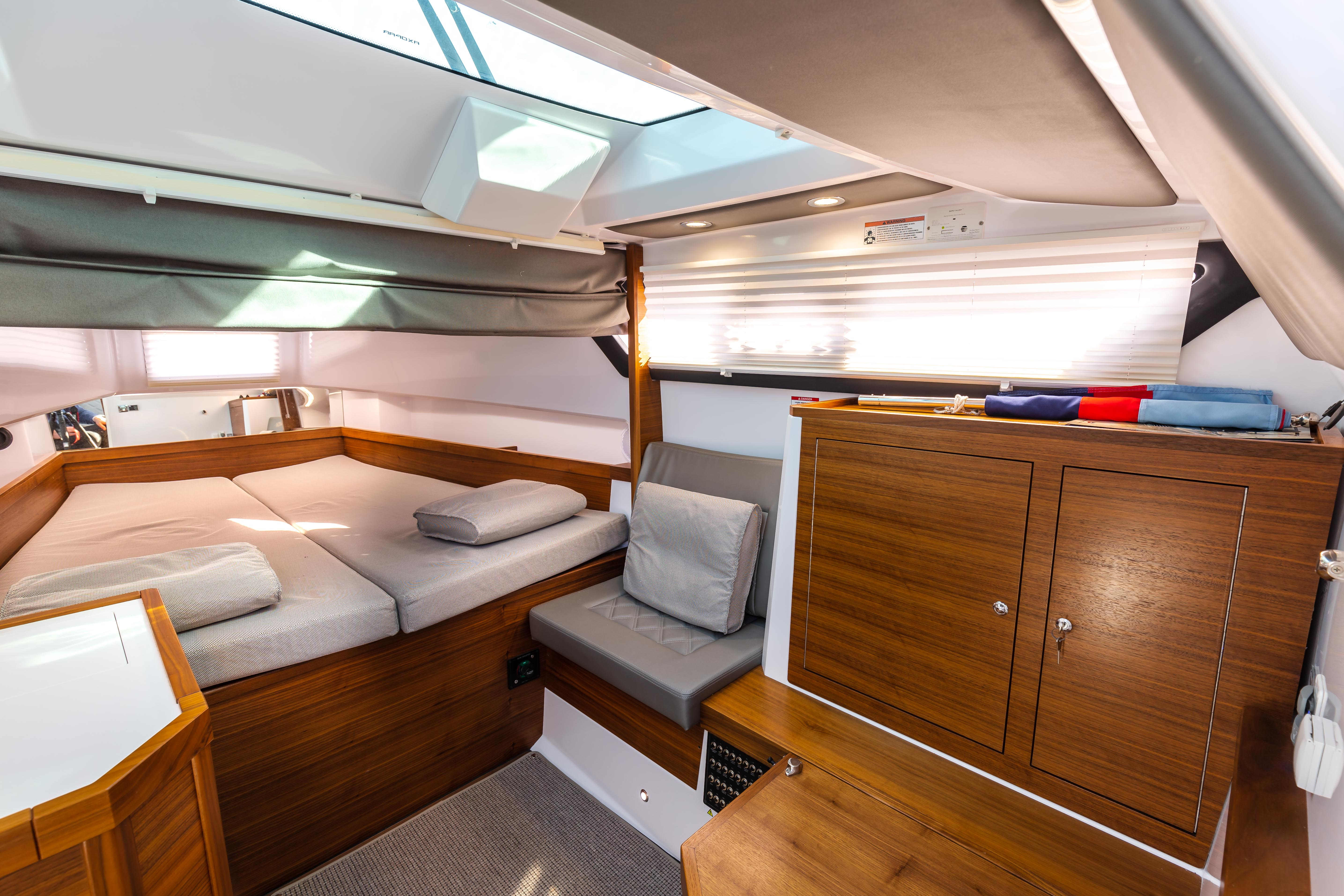 Axopar 37 Sports Cabin
