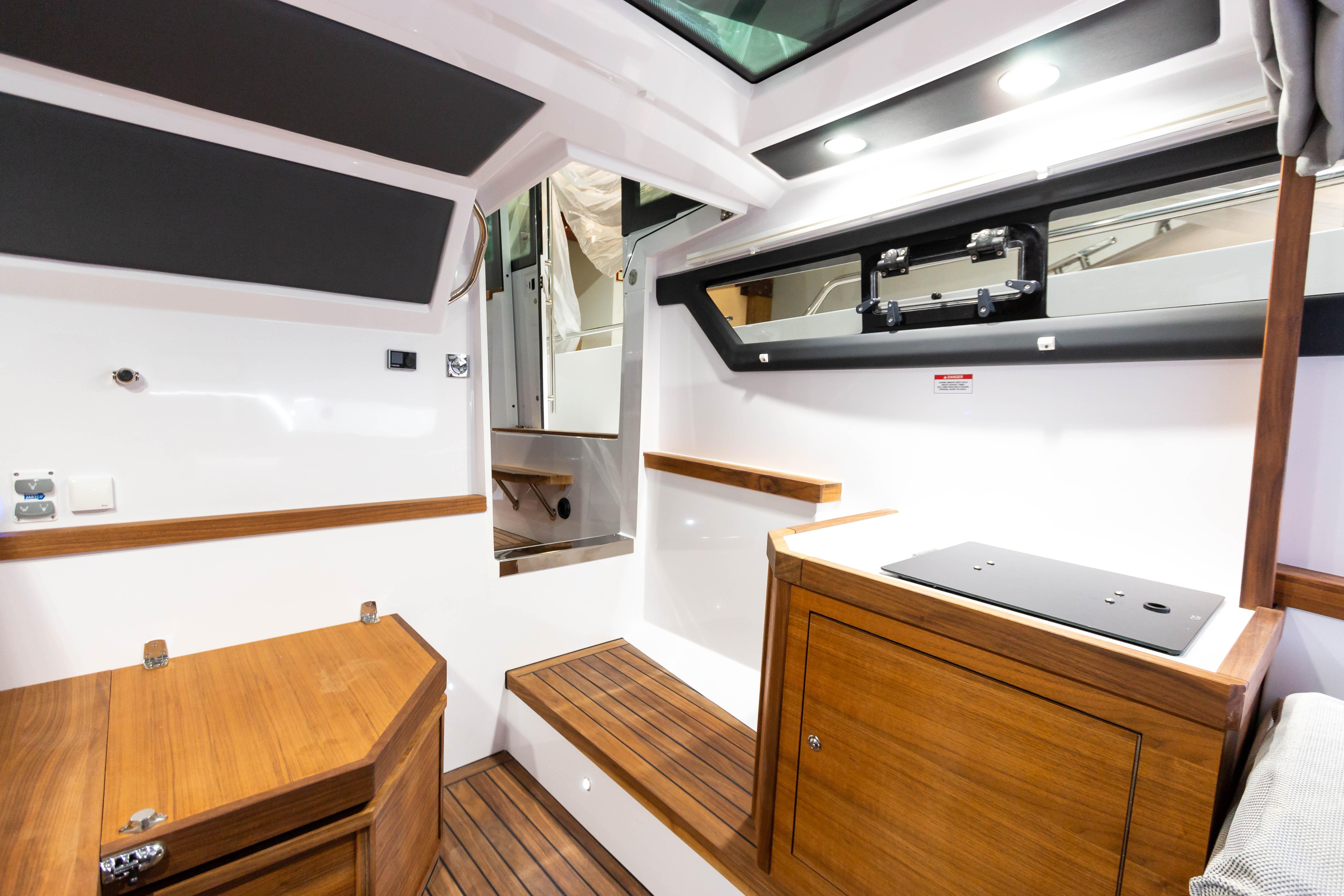 Axopar 37 Cabin