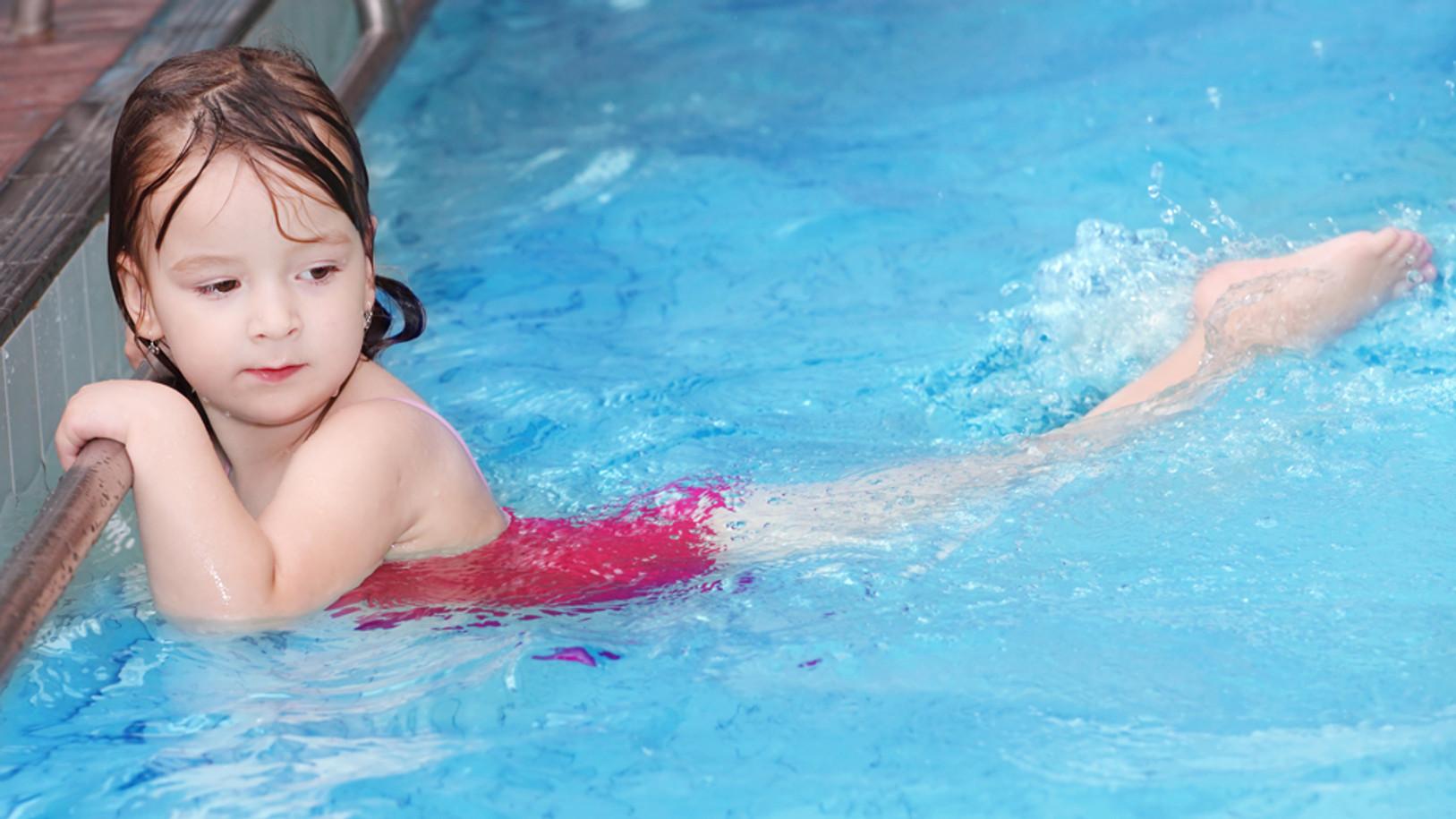 Disfruta tu piscina en casa.