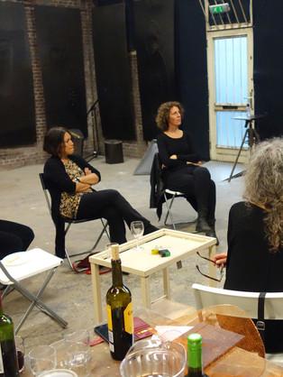 Bespreking van het team met elkaar in Salon IJzerstaven