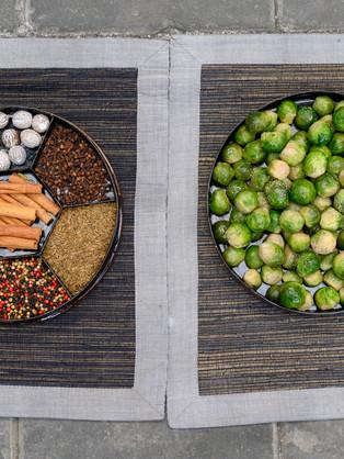 Rekwisieten voor de promofilm: Ontmoeting van Hollandse spruitjes met Indische specerijen
