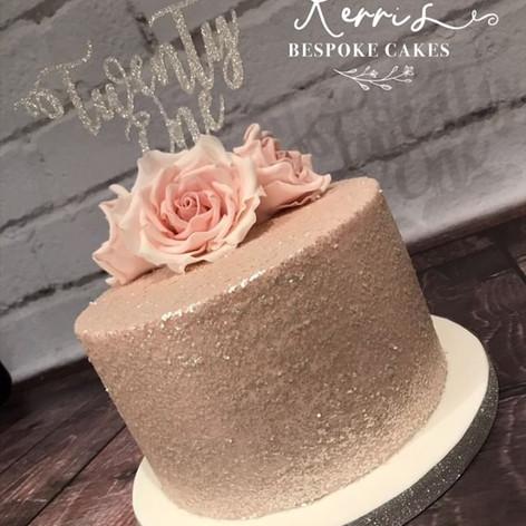 Sugar rose and sparkle cake