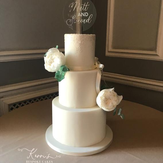 white sparkle wedding cake at Manchester Hall