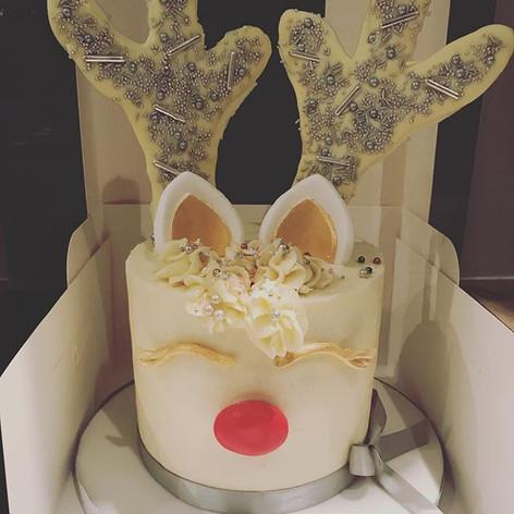 Sparkle reindeer cake