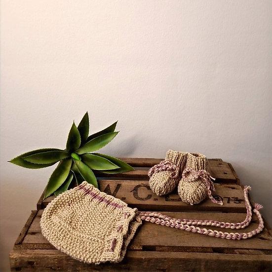 Babymütze und Strickschuhe