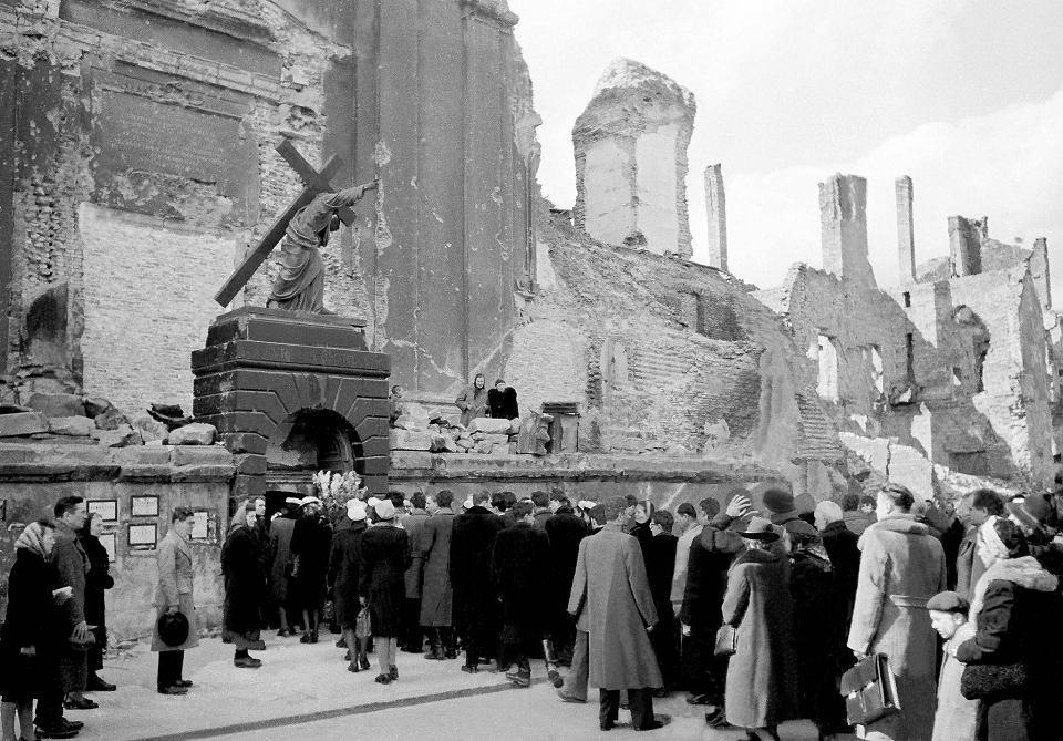 The Holy Cross Church, Warsaw 1944