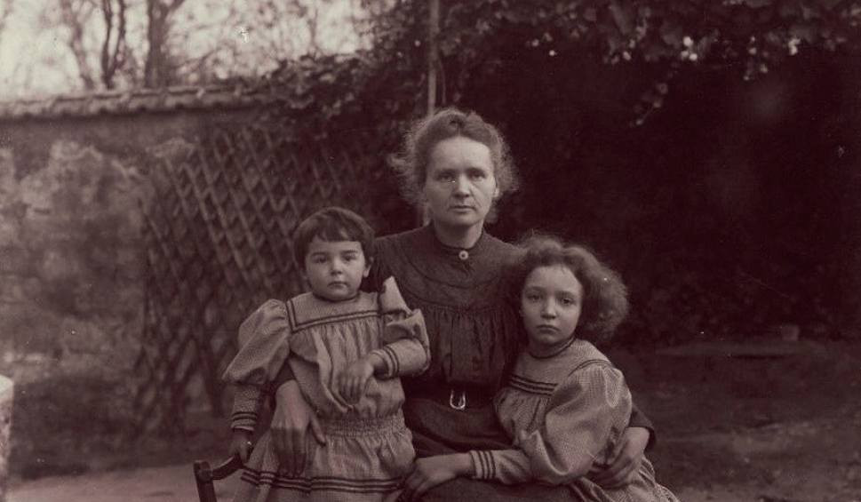 M.Curie_Sklodowska with daughters