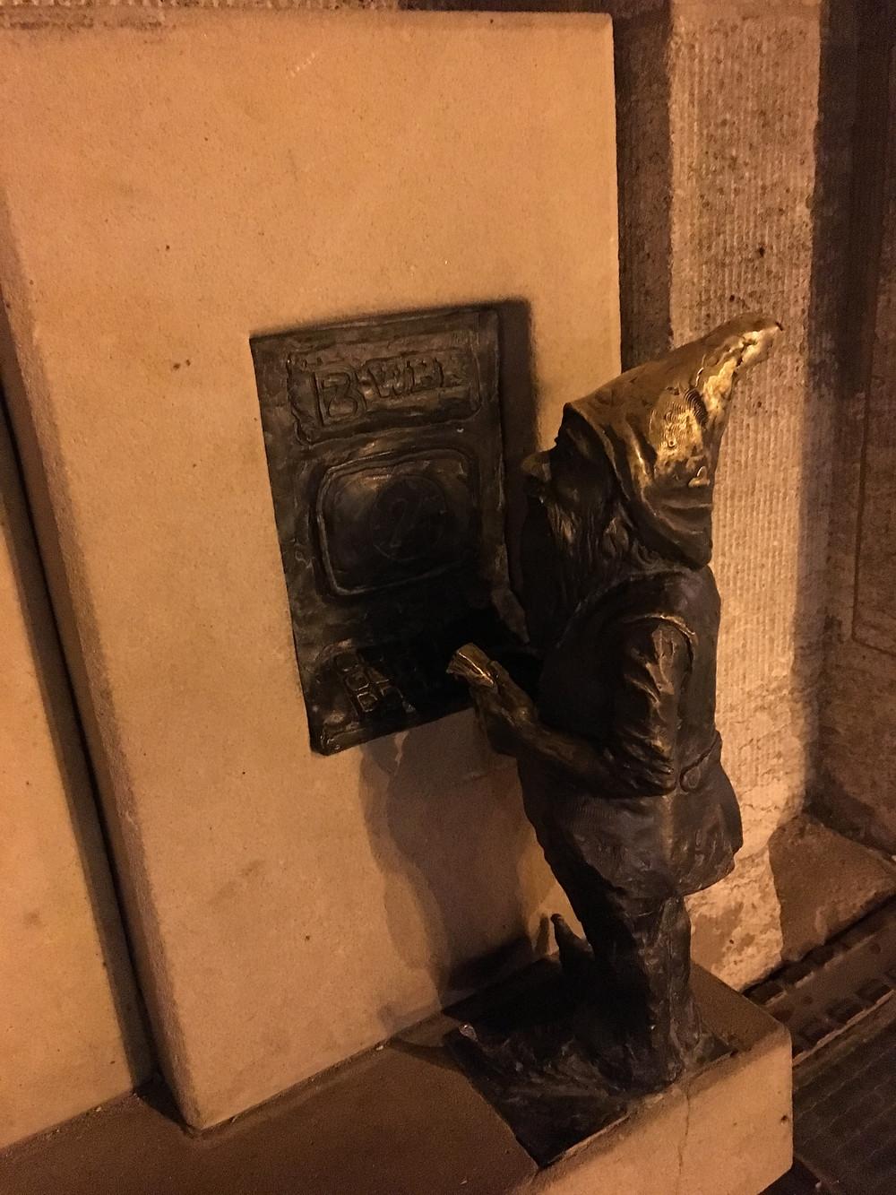 Wroclaw Dwarf, Banker (Dispenser)