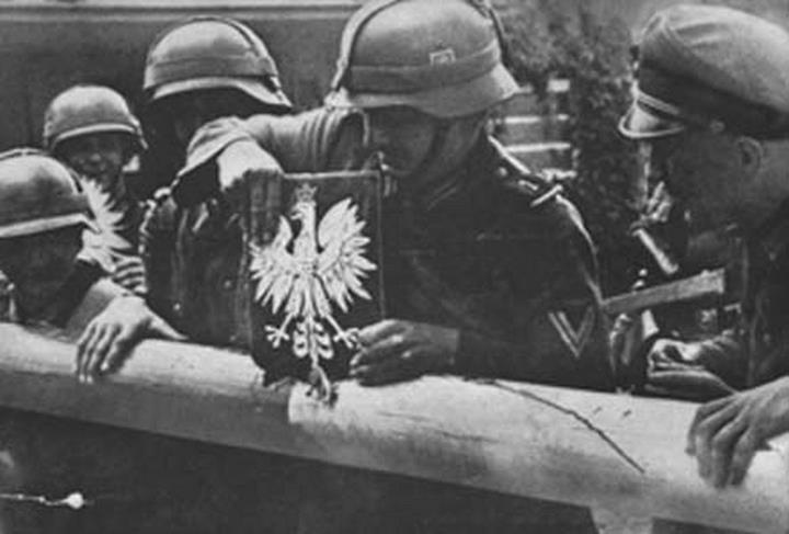 WW2, Nazi Soldiers cross German-Polish border