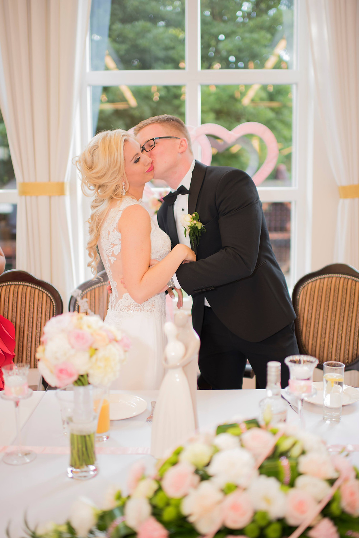 Polish wedding, the kiss