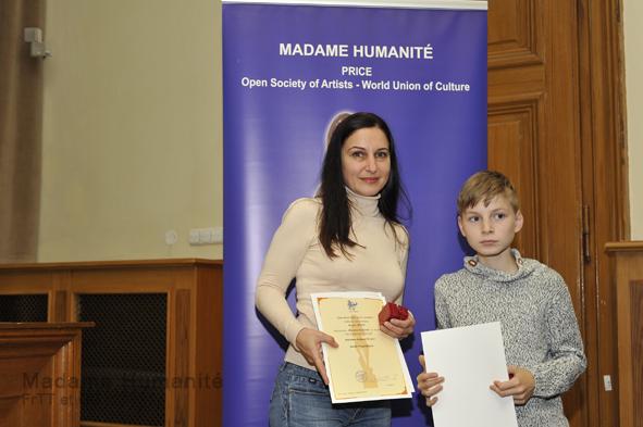 Madame_Humanité_16_041