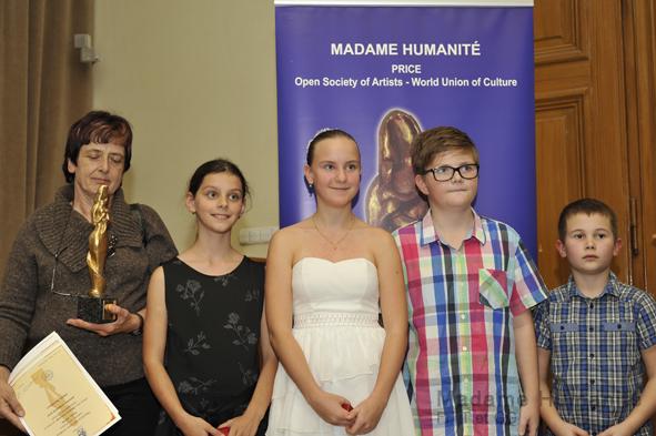 Madame_Humanité_16_025