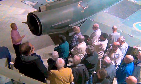 Västerås Flygmuseum, guide vid J 35 Draken