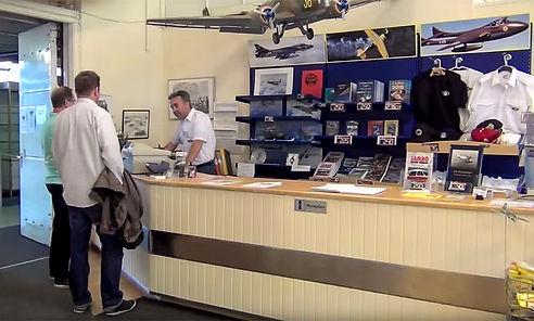 Västerås Flygmuseum, Reception och Shop