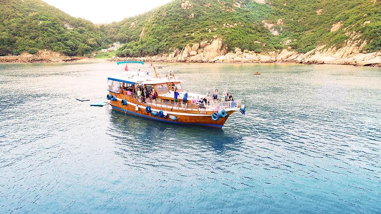 Junk Boat Trip in Hong Kong