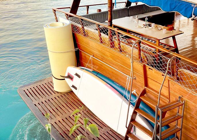 Teak Junk Boat for hire