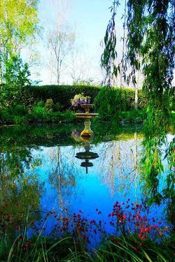 Round pond fountain