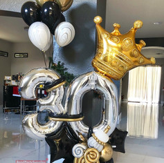 King For The Queen balloon Scultpure