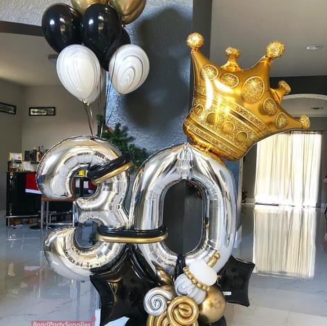 King For The Queen balloon Scultpure