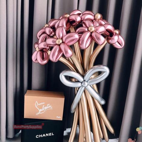 Flower bouquet balloon scultpure