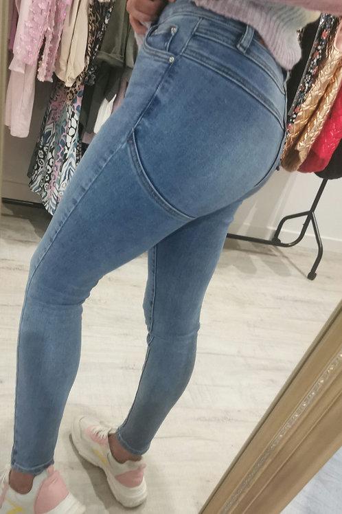 Leona Push up Jeans in mid denim