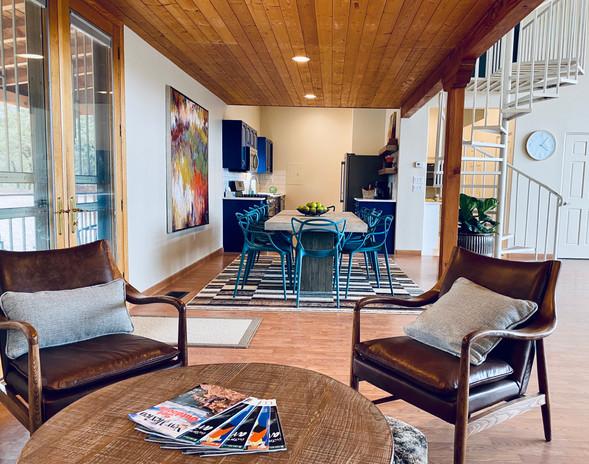 Lounge - Studio Level