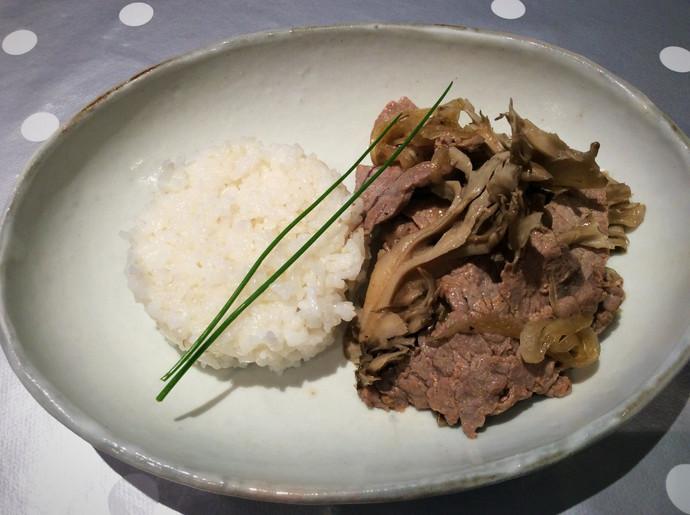 Tranche de bœuf aux oignons et maitaké  pour 2 personnes