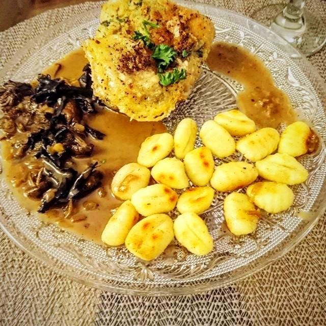 Cordon bleu de dinde au Maroilles, gnocchis, sauce forestière (pour 2 personnes)