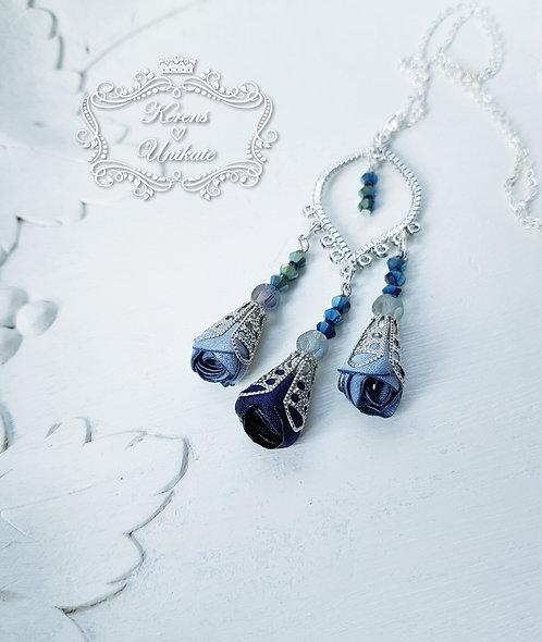 Dramatic Roses Halskette Blau