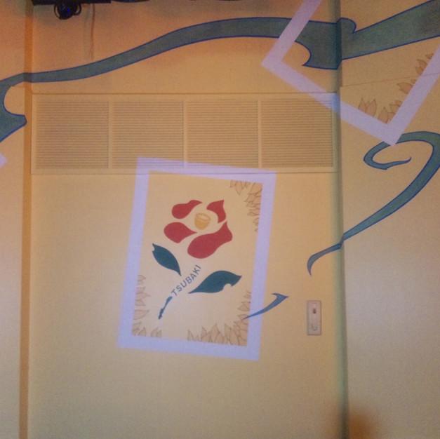 多目的ホール内壁/既存壁にデザインを提案し描画