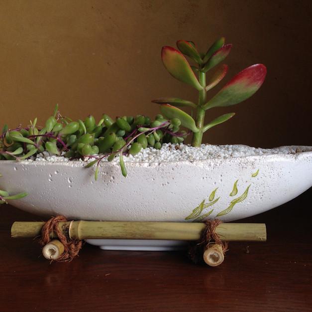 植木鉢① モルタルに描画しクリアー塗装