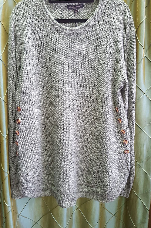 Knit jumper with scoop and button feature