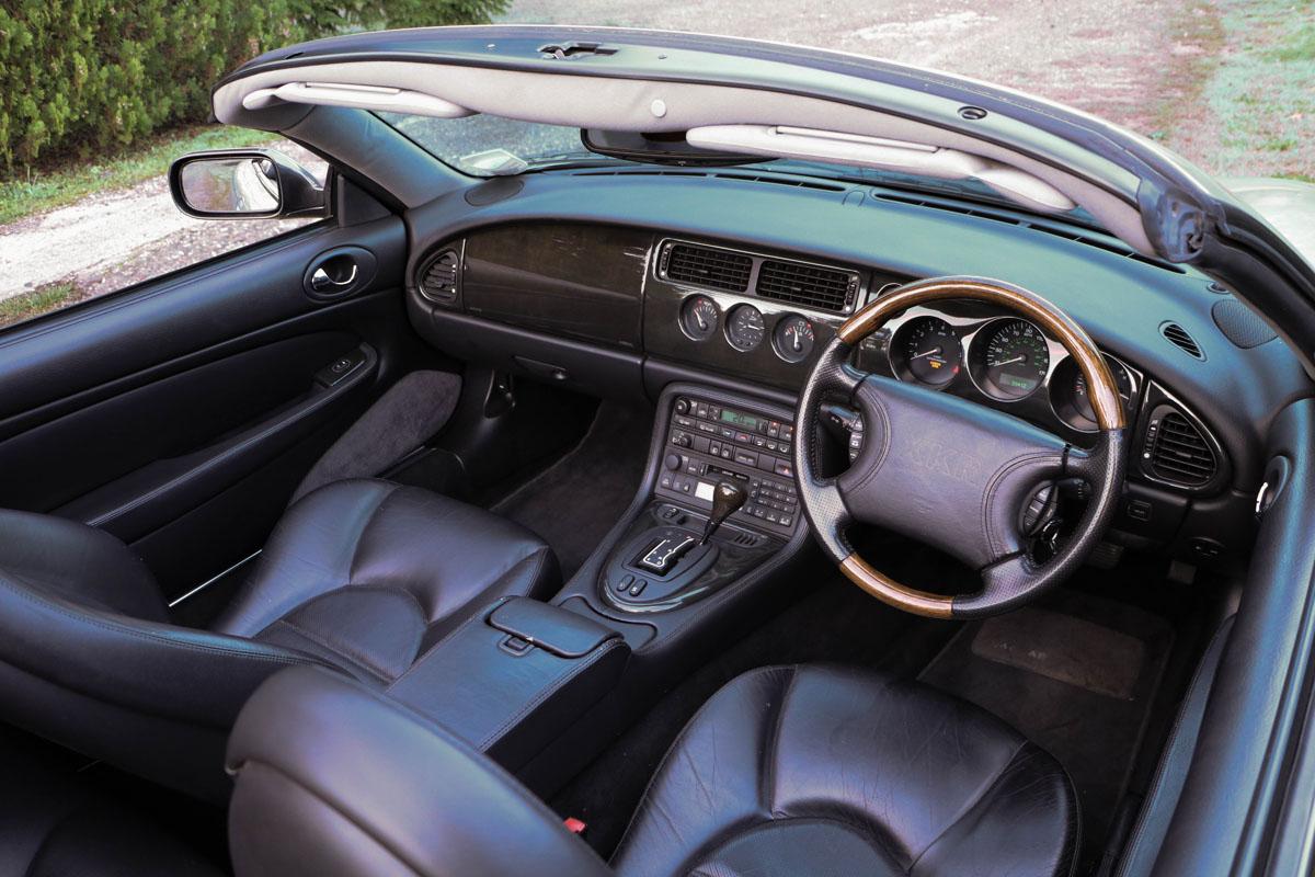 jaguar-xkr-cab-11