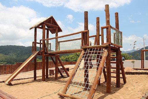 Playground em Madeira Tratada