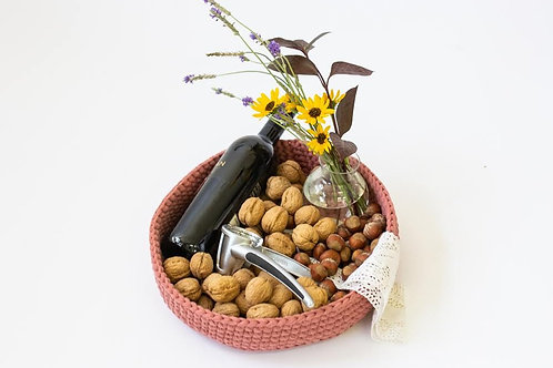 מגש סרוג עם אגוזים