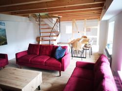Wohnzimmer und Esstisch
