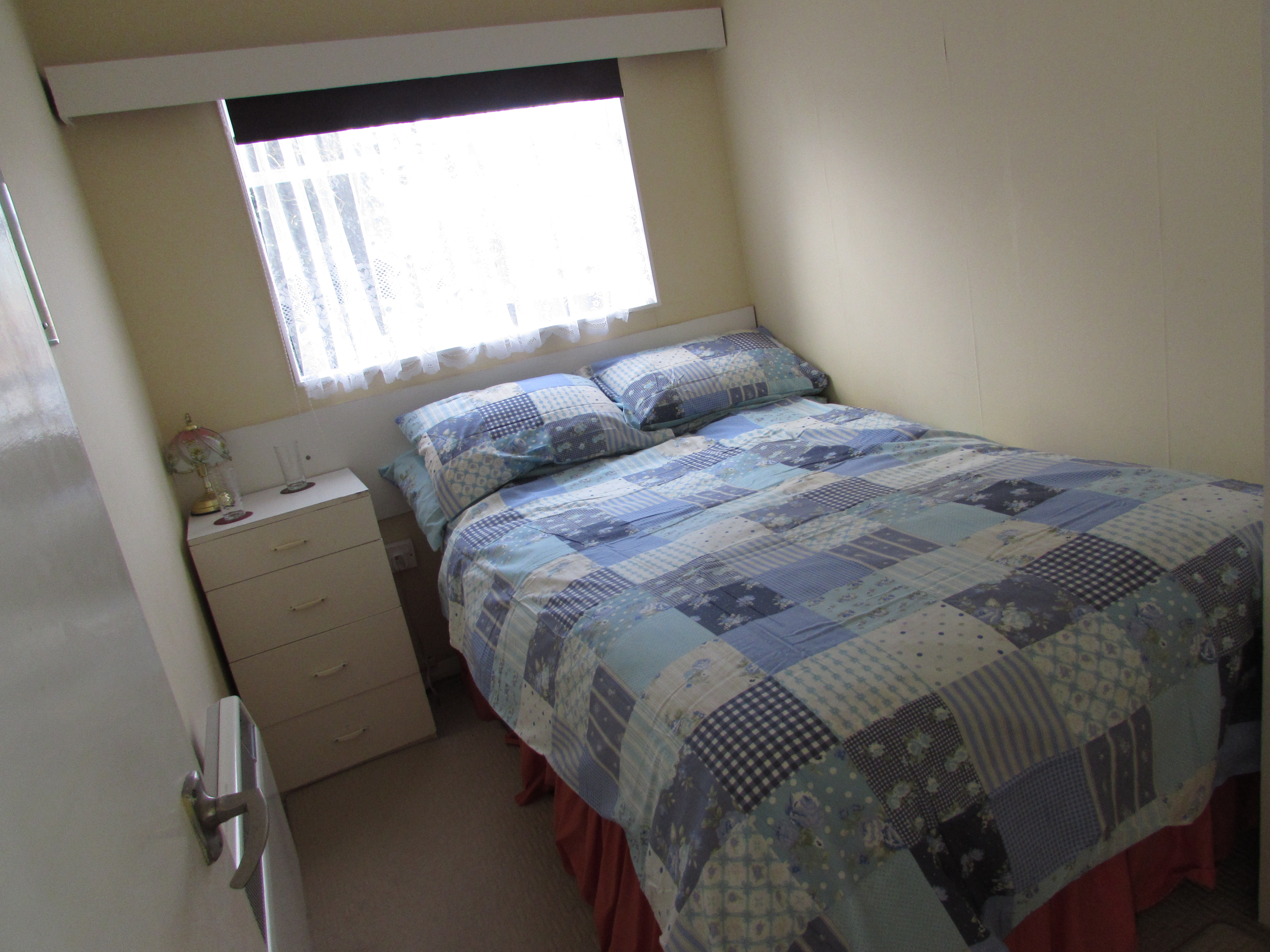 Bed 1 of No.2 Kings Chalet Park