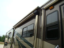 Retractable RV awning