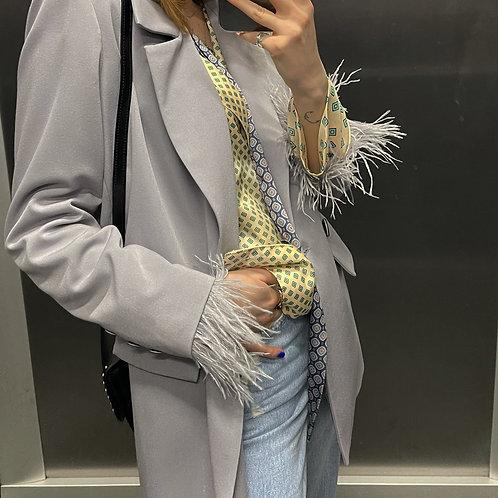 Dvibortis Pilkos  spalvos švarkas su nuimamomis plunksnomis
