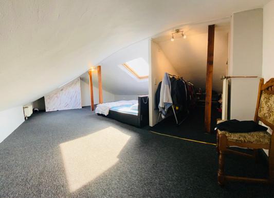 Schlafzimmer / Kleiderzimmer