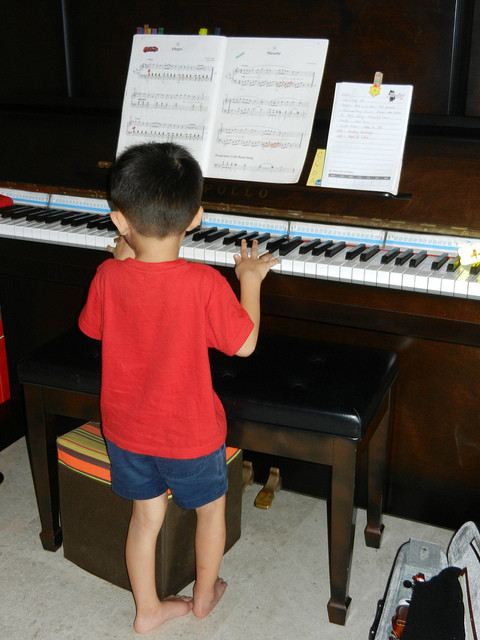 Music lessons for children, Piano lessons, violin lessons, music lessons Singapore, Medley Music School Singapore, Suzuki Music Lessons for Children