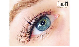 Classic natural look with Anny-M Lashes
