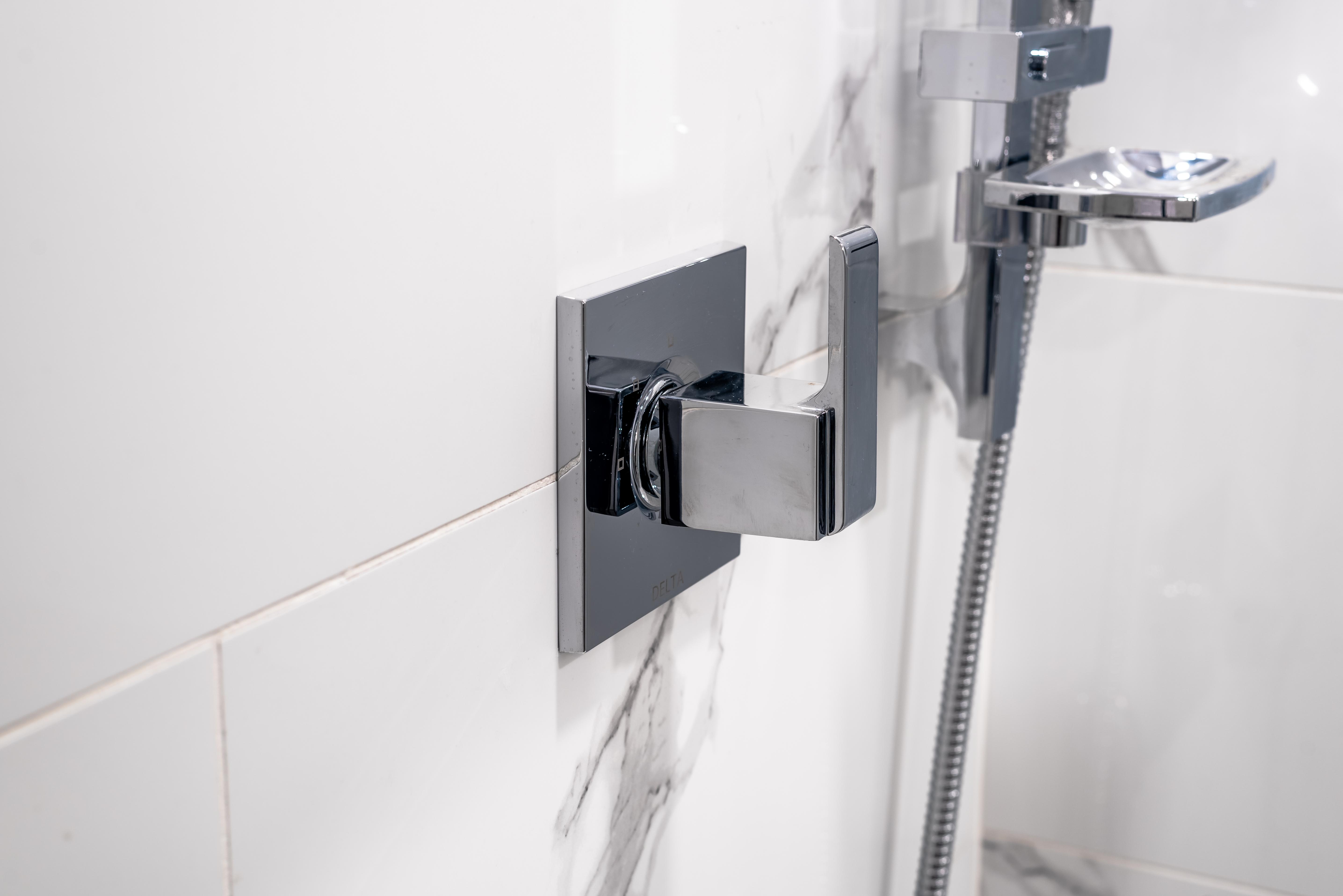 ricky-bathroom--4