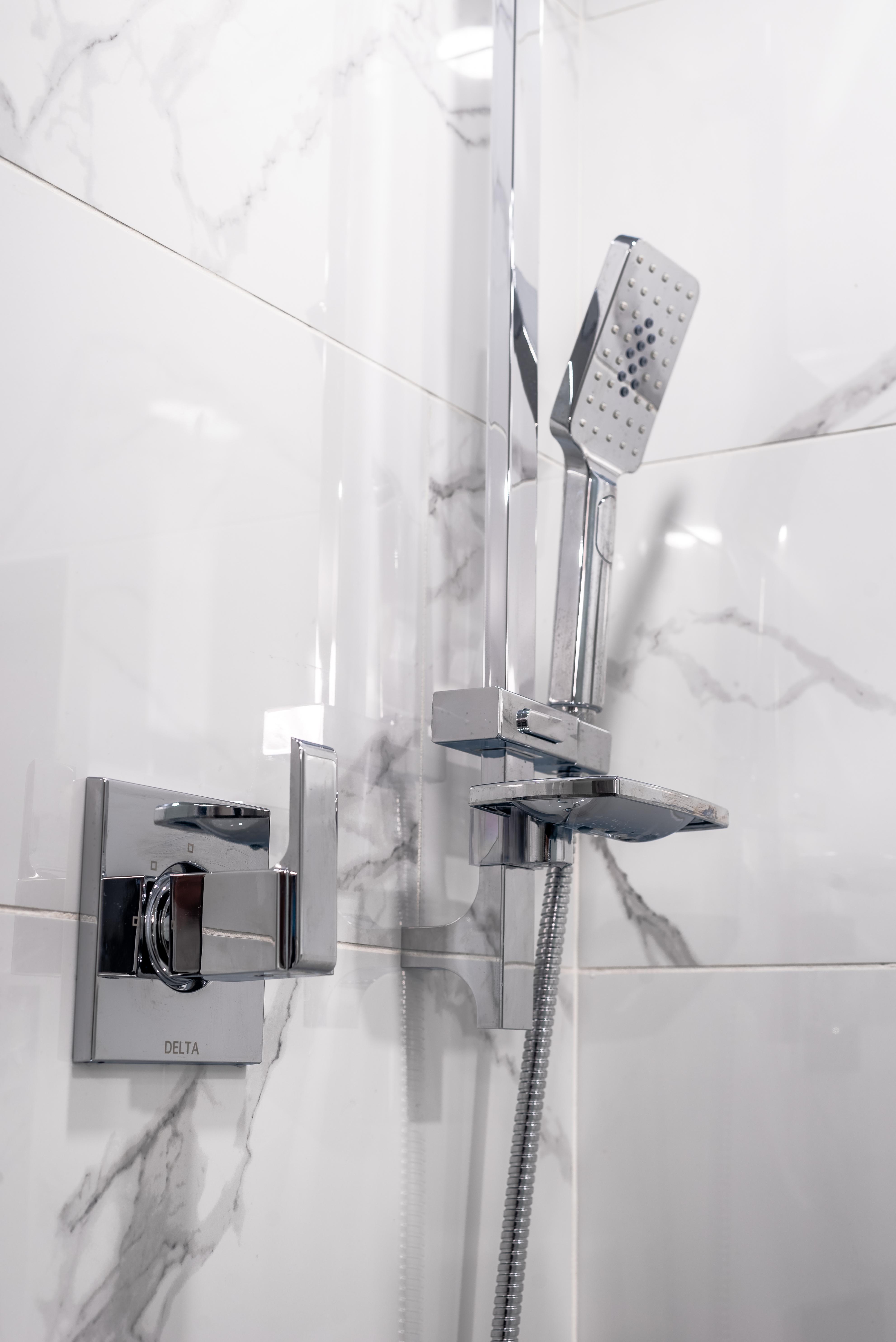 ricky-bathroom--2
